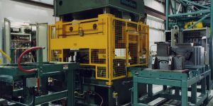 300 TON HYDRAULIC CUT OFF PRESS